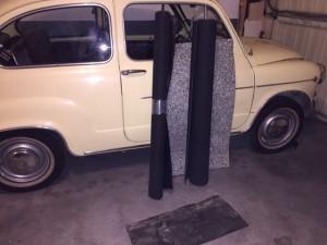 Un metro de moqueta negra, otro de suelo de goma y una plancha de aislante acústico